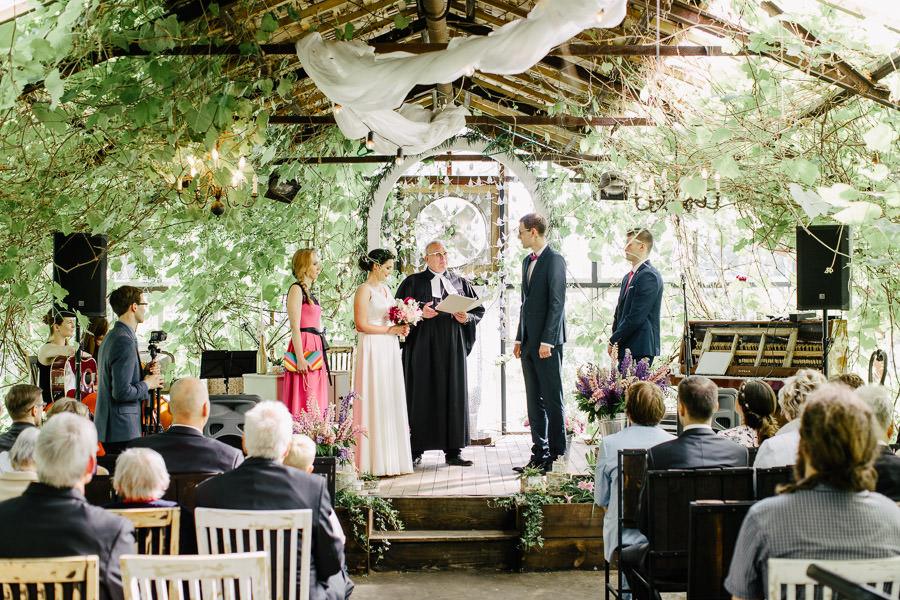 kāzu ceremonija siltumnīca