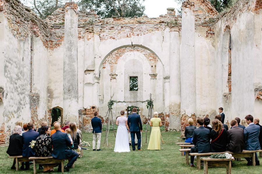 salgales baznīcas drupas kāzas