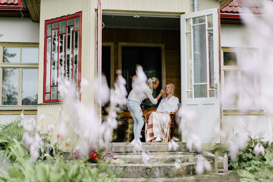 kāzu rīta pucēaanās