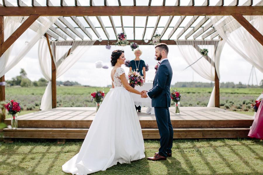 kāzu ceremonija lillas lawender