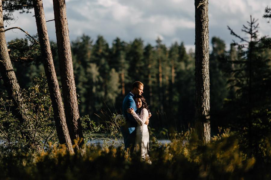 kāzu fotosesija vakarā