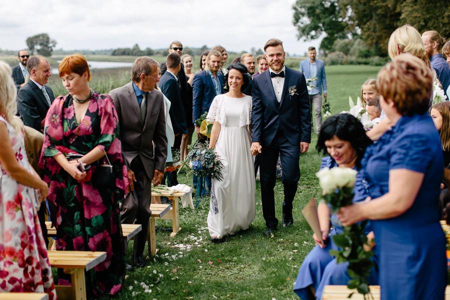 kāzu ceremonija dabā