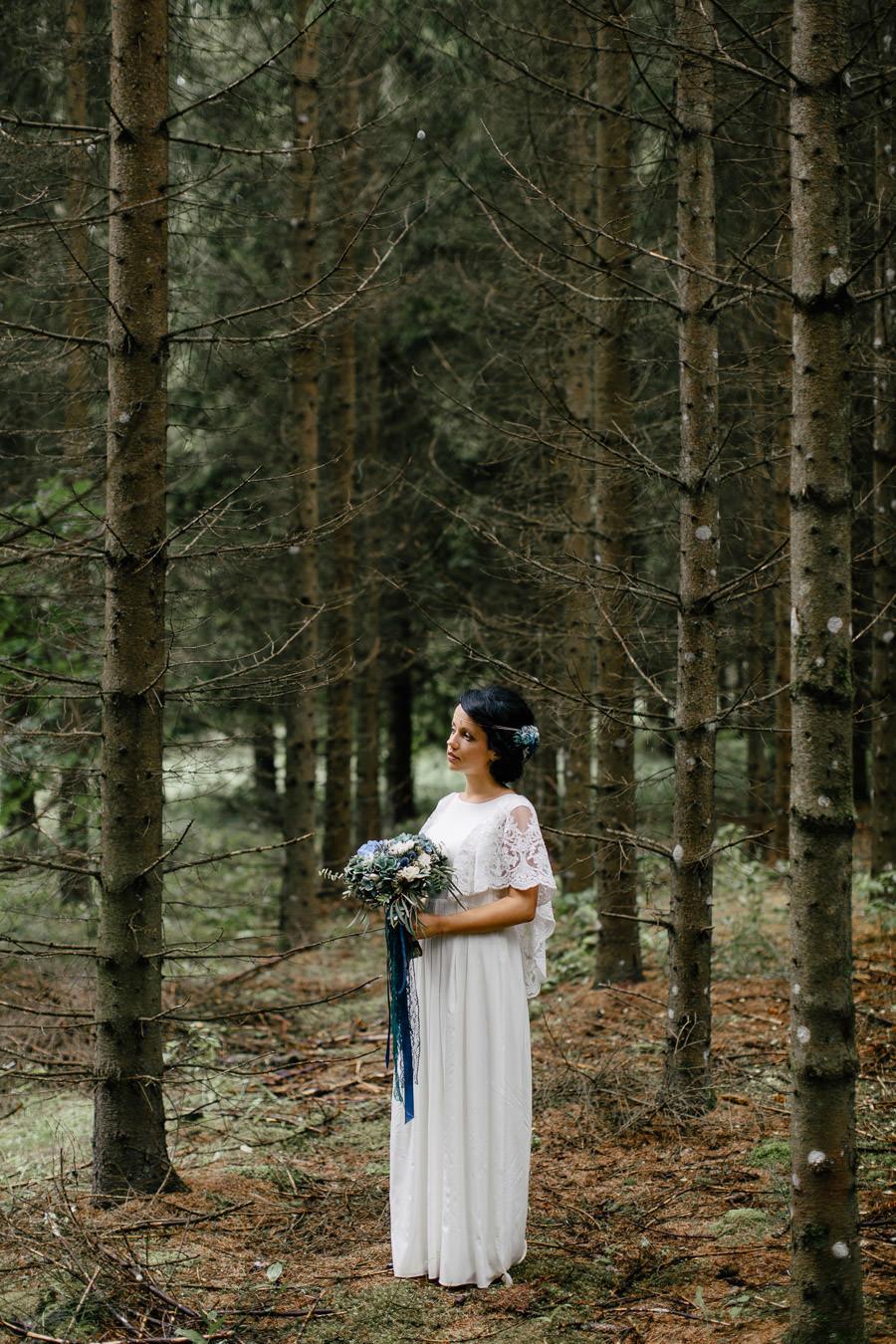 līgavas portrets mežs
