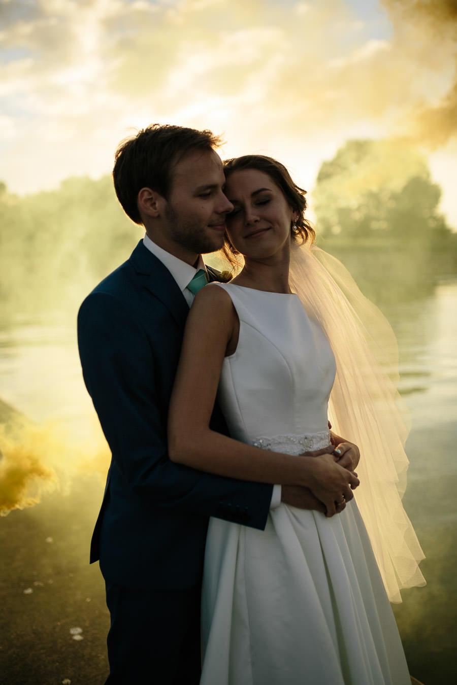 kāzu fotosesija saulrietā