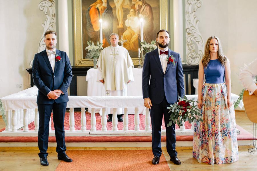kāzas altārs