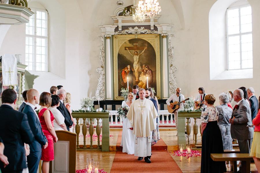kāzas baznīcā vidzemē