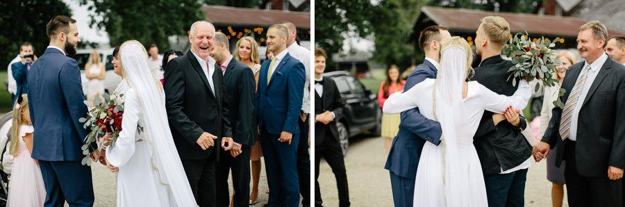 smiekli kāzas