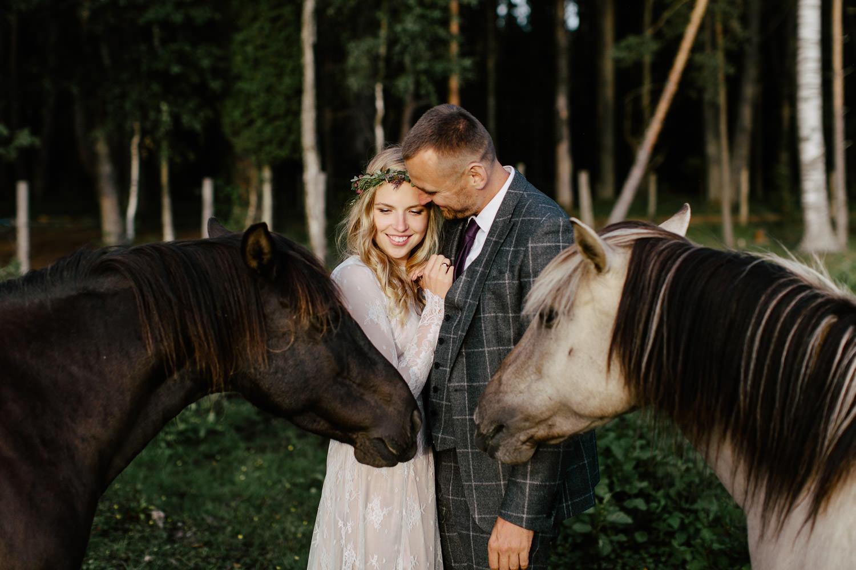 fotosesijas ar savvalas zirgiem
