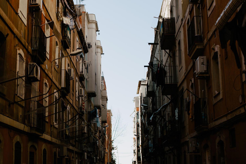 barcelona narrow streets
