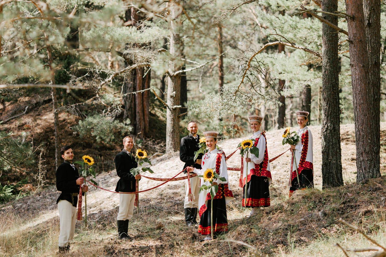 tautiskas kāzas